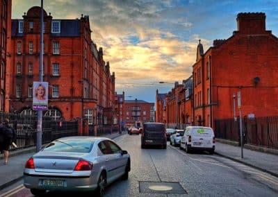 Couché de soleil Sur une rue de Dublin