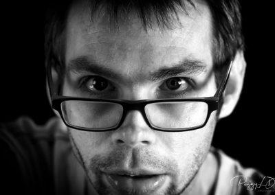 Portrait noir et blanc de Adrien