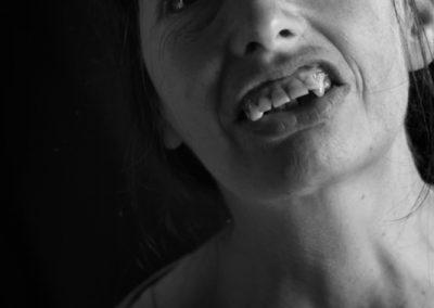 Portrait noir et blanc de Caroline