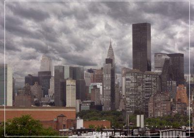 Skyline de Manhattan sous les nuages
